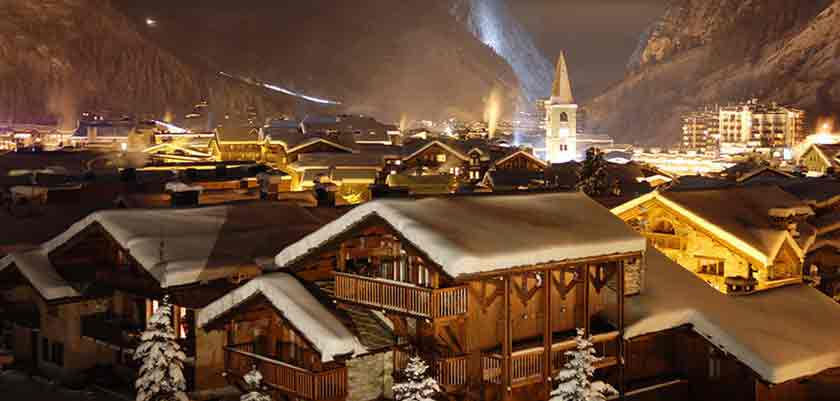 France_Espace-Killy-Ski-Area_Val-dIsère_Village-view-night2.jpg